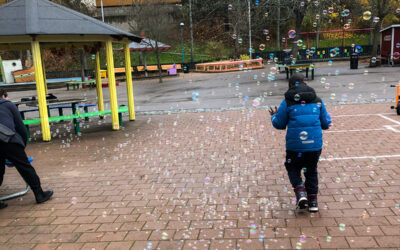 Gemenskap, bubblor och grill på Familjelördagen i Rinkeby